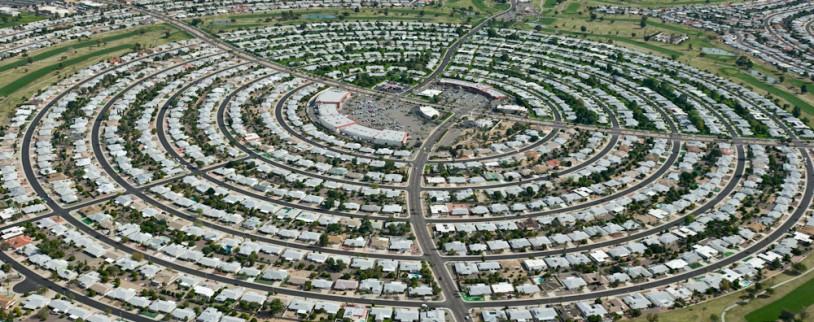 砂漠に人工的に造られた高齢者の街サンシティ(Sun City)米国アリゾナ州