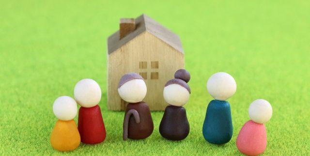 一人暮らしをする老親が心配!でも同居が難しい場合どうする?