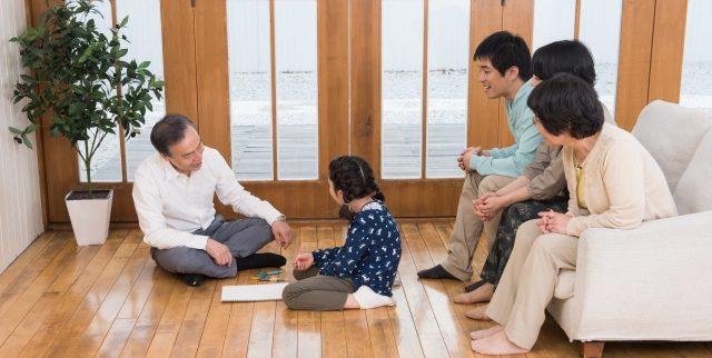 離れて暮らす親の老後はどうする? 遠距離介護・呼び寄せ・同居や近居を考える