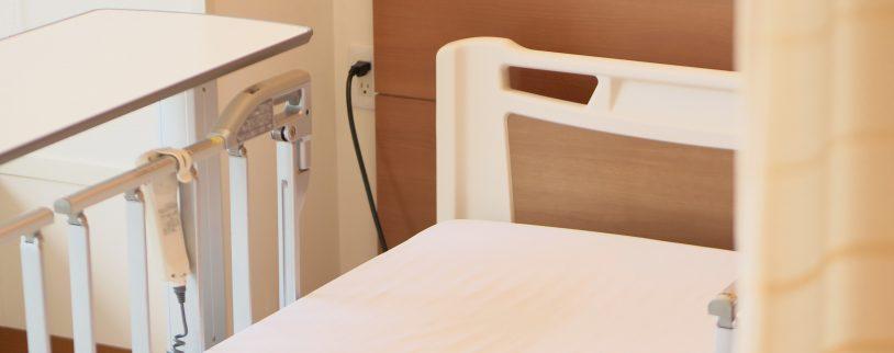 親の突然の入院であわてないために|相談先・退院後の暮らしの選択肢