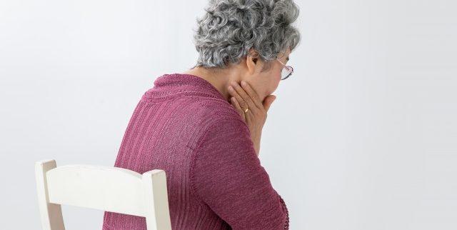 高齢者に多い誤嚥性肺炎、その原因・症状・予防法を知っておこう!
