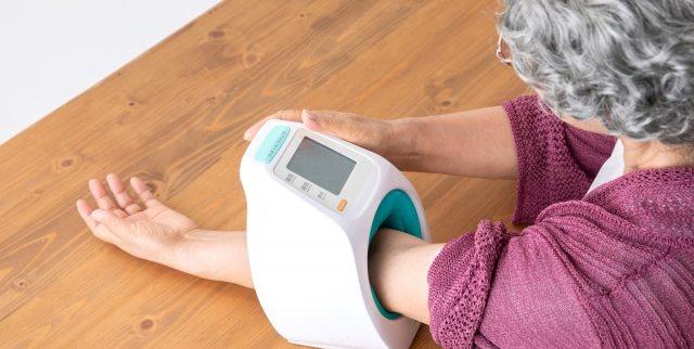 油断は禁物!高齢者の低血圧にひそむリスクとは?(原因・予防・ 対処法)